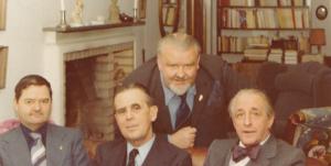 Foto från 10/9 1976. Denna dag bildades SHf. Från vänster till höger. Ingvar Torefalk kassör, Ebbe R:son Mark ordförande, Carl-Axel Rydholm sekreterare och Carl-Axel Flach. Vid bilden står det: Vid ett möte Göteborg var jag med och bildade SVENSKA HERADISKA FÖRENINGEN